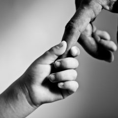 חרדה חברתית אצל ילדים – גורמים, תסמינים ודרכי הטיפול